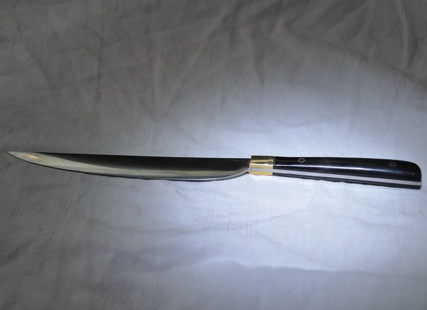 Couteau en os ou en corne avec fourreau en cuir longueur 24 cm Art.No.: VM000016 . Prix:45 €