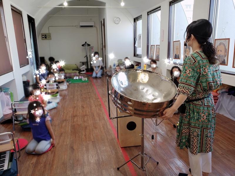 リトミック教室でレクチャーコンサートと楽器体験