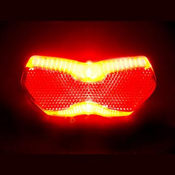 Die Beleuchtung am e-Bike ist elementar für die Sicherheit während der Fahrt. Sowohl vorne, als auch hinten muss das e-Bike gut ausgestattet sein mit passender Beleuchtung und Reflektoren.