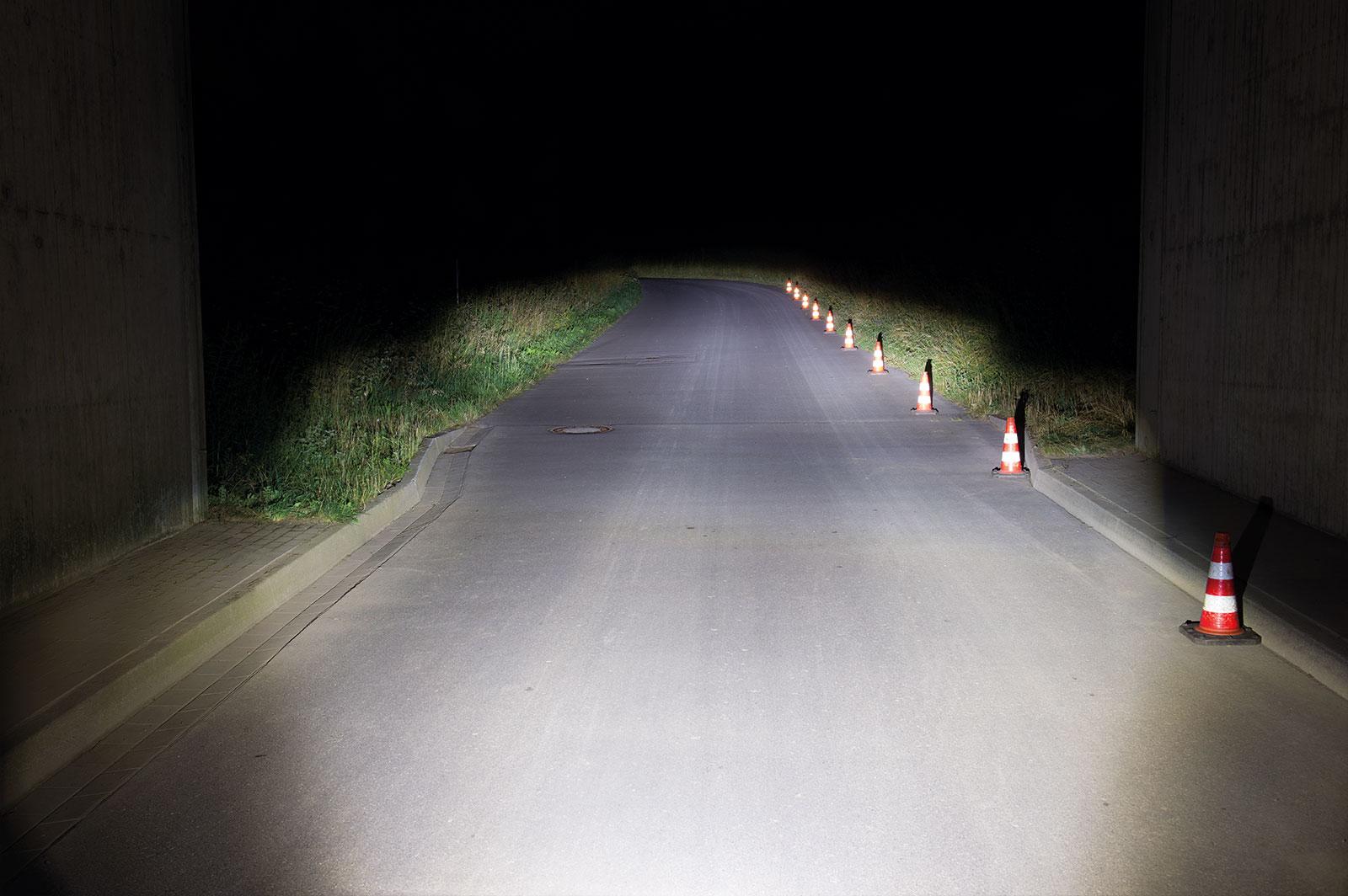 e-Bike Beleuchtung mit einer Lichtmenge von 100 LUX