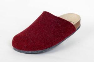 Lofts Bordo, Produkt-Information:  Lofts kommen auf leisen Sohlen. Schuhe bzw. Pantoffel für Zuhause, mit einer speziellen Filzsohle. Noppen verhindern ein ausrutschen. Preis: 39,90.-€