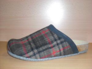 Lofts Barbikan. Produkt-Information:  Lofts kommen auf leisen Sohlen. Schuhe bzw. Pantoffel für Zuhause, mit einer speziellen Filzsohle. Noppen verhindern ein ausrutschen. Preis: 39,90.-€