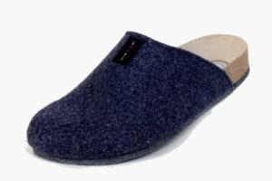 Lofts Blau. Produkt-Information:  Lofts kommen auf leisen Sohlen. Schuhe bzw. Pantoffel für Zuhause, mit einer speziellen Filzsohle. Noppen verhindern ein ausrutschen. Preis: 39,90.-€