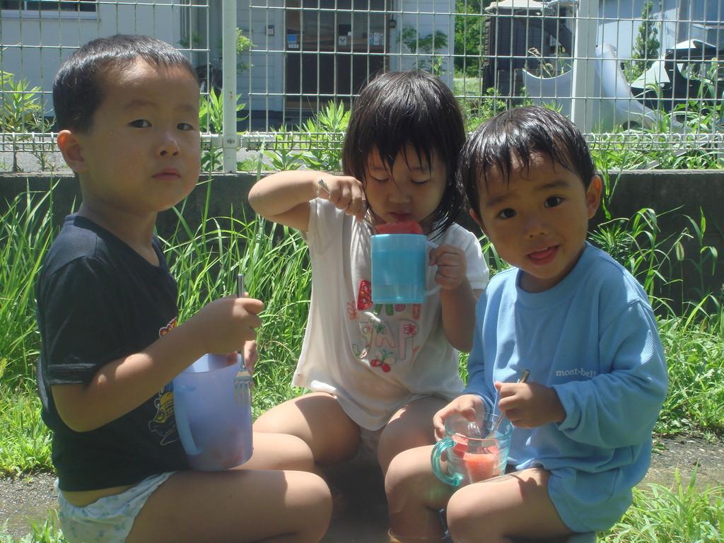 -7月- 暑い日は 水遊び