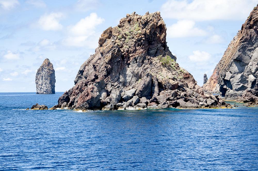 Fototapete Fels aus dem Meer
