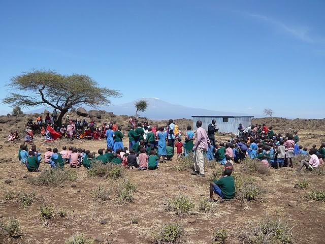 Schulversammlung an der Kalesirwa Primary School
