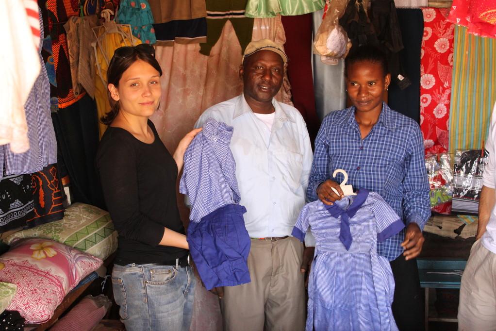 In der Schneiderei werden u.a. die von Amani gespendeten Schuluniformen genäht