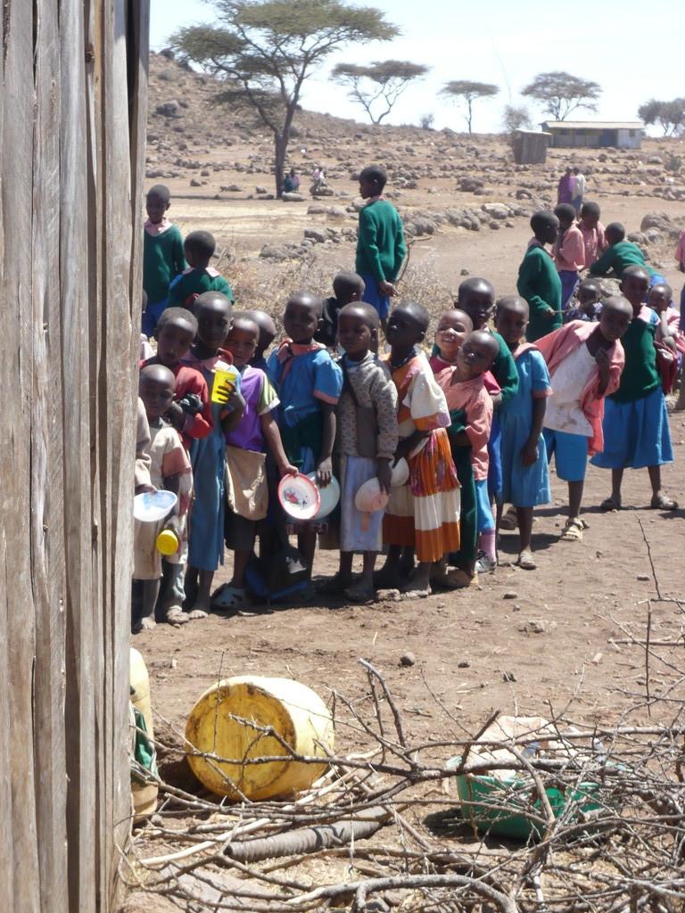 Wenn genügend Essen vorhanden ist, bekommen die Kinder eine warme Mahlzeit pro Tag