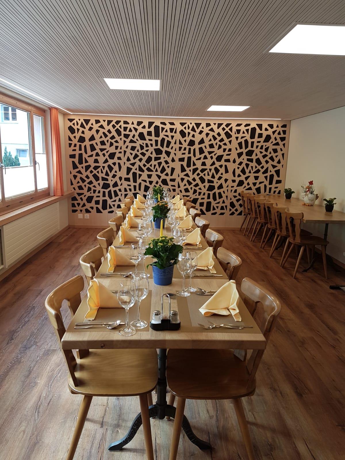 Saalsanierung und neue Tische Restaurant Hohe Lust