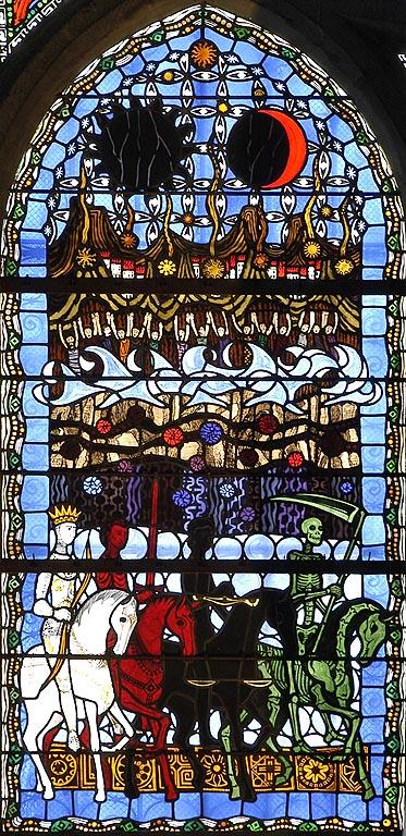 Les 4 cavaliers de l'Apocalypse se préparent à chevaucher durant la grande tribulation et à attiser les guerres, les famines, les persécutions, les maladies, épidémies, avant le retour du Christ. vitraux cathédrale de Clermont Ferrand.