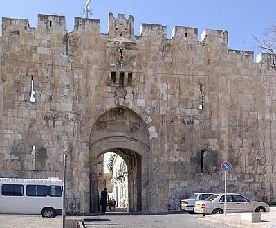 Les noms des 12 fils de Jacob (Ruben, Siméon, Lévi, Juda, Dan, Nephtali, Gad, Aser, Issacar, Zabulon, Joseph, Benjamin) avaient été donnés aux 12 portes de la ville de Jérusalem. Le prophète Ezéchiel dit que ce sont les noms des tribus d'Israël.
