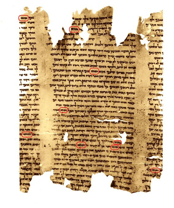 À Jérusalem, le sanctuaire du Livre conserve, dans une aile souterraine du musée d'Israël, la majeure partie des quelque 900 manuscrits de la mer Morte, dont le Grand Rouleau.