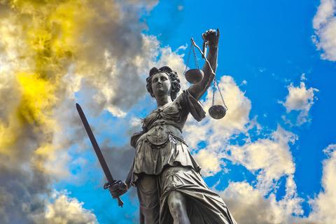 La main droite de Yahvé, l'action de Jéhovah Dieu est pleine de justice.