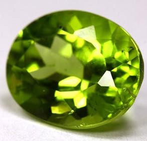 La chrysolite, gemme appartenant à la famille des Silicates, comme formule de base SiO4, est retrouvée dans les fondations de la muraille de la nouvelle Jérusalem.