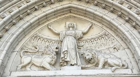 Marc Aurèle lance en 177 une grande campagne de persécutions impitoyables contre les chrétiens. Il les fait jeter aux fauves, comme à Lyon (Lugdunum) où ont lieu de cruelles persécutions dont l'histoire sainte retiendra le martyre de Blandine.