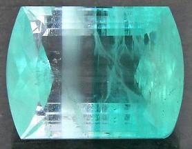 Parmi les pierres précieuses et fines (ou semi-précieuses) citées pour la nouvelle Jérusalem, 6 ne se retrouvent pas dans le pectoral d'Aaron, ce sont les pierres de : calcédoine, cornaline, chrysolite, béryl, chrysoprase, hyacinthe.