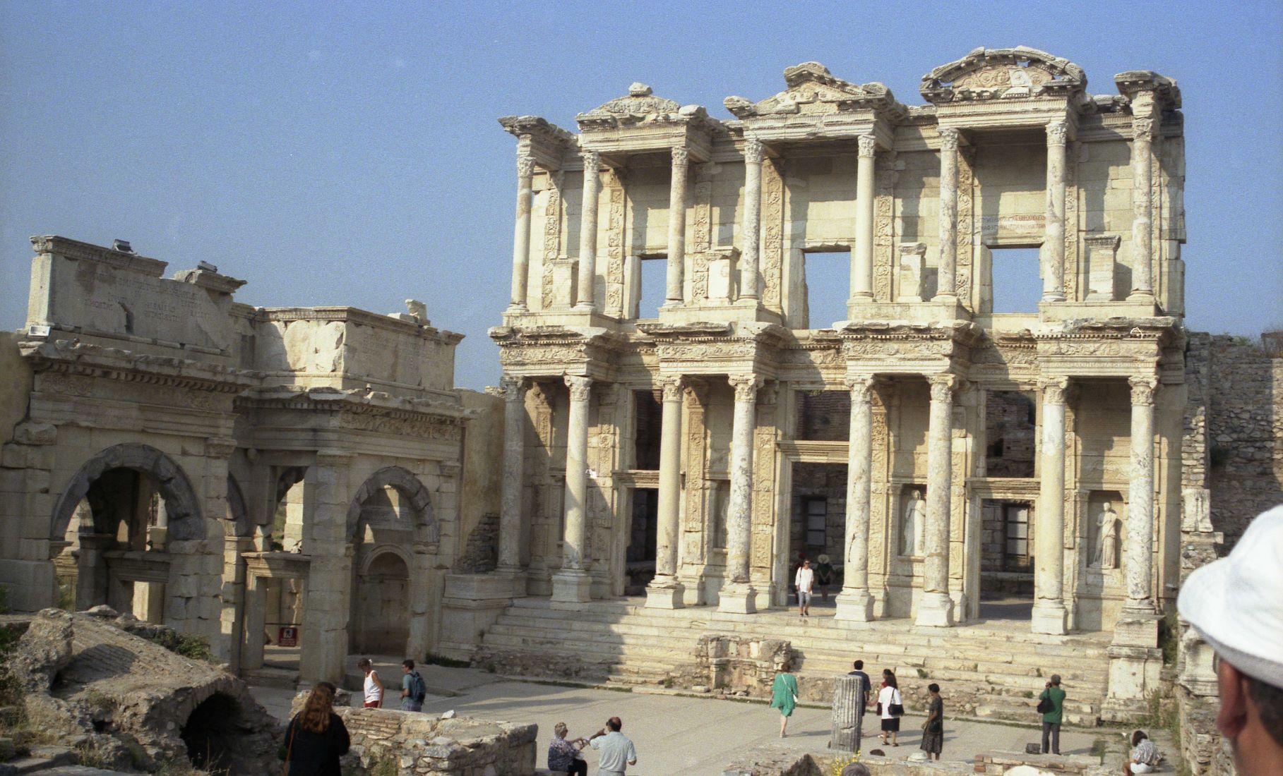La ville d'Éphèse et sa célèbre bibliothèque première ville des 7 églises citées dans le livre de l'Apocalypse
