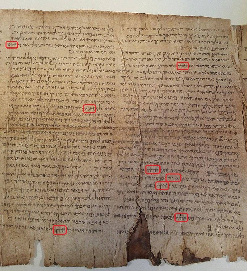 Le Grand Rouleau d'Esaïe est le manuscrit le mieux conservé et le plus complet du site de Qumrân, et de l'un des plus anciens textes du Tanakh (Bible hébraïque) connus à ce jour, antérieur d'un millénaire à la transcription massorétique du codex d'Alep.
