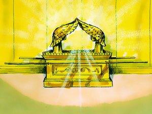 Le couvercle appelé « propitiatoire », est entièrement fait en or massif et décoré de 2 chérubins d'or, se faisant face, la tête inclinée et les ailes déployées. C'est au-dessus du propitiatoire que se manifestait la présence de Dieu.