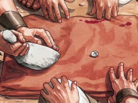 Les Romains tirent au sort les vêtements de Jésus. Les Romains ont accédé à la demande des Pharisiens ont réclamé la mort de Jésus.