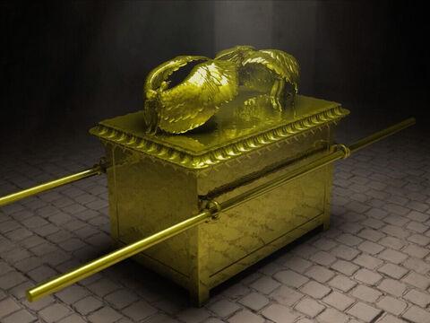 Environ 20 tonnes d'or arrivaient chaque année chez Salomon qui était béni par Dieu. La reine de Saba elle-même avait, lors de son déplacement à Jérusalem, donné 3,5 tonnes d'or au roi. Salomon avait fait fabriquer 200 grands boucliers en or de 7 kg.