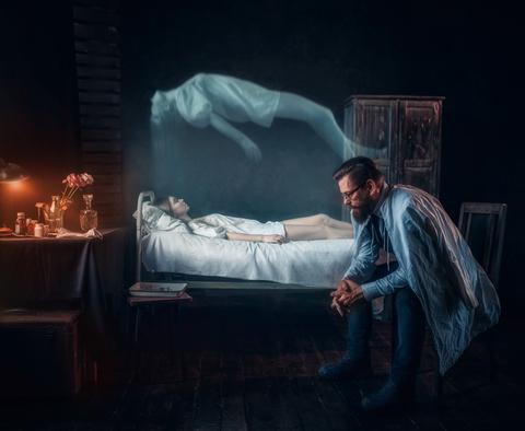 D'après la Bible, dans l'Ecclésiaste, la mort est tout simplement le contraire de la vie. Le mort sombre dans l'inactivité et l'inconscience totales. Les bons et les méchants subissent le même sort. Il n'y a plus rien après la mort.