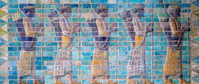 La dynastie achéménide à partir de Cyrus le Grand : Cyrus II ou Cyrus le Grand (559-530 ?)- Cambyse II (529-522)- Bardiya (522-522) - Darius Ier le Grand (522-486) - Xerxès Ier (486-465) - Artaxerxès Ier Longue Main (465-424) - Xerxès II (424-424)