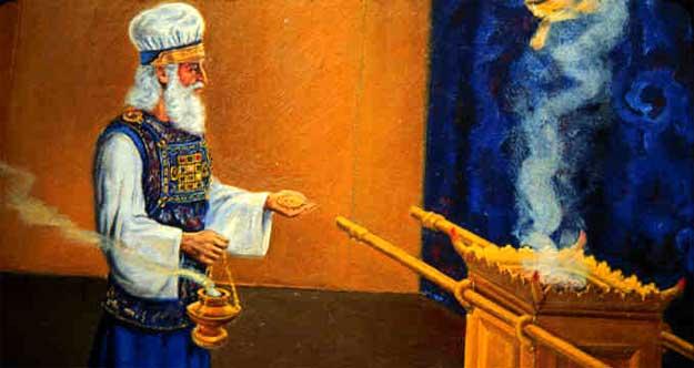 Sur l'autel des parfums, le grand-prêtre brûlait du parfum odoriférant en offrande à Jéhovah chaque matin et chaque soir avant le coucher du soleil en même temps qu'il s'occupait des lampes du chandelier.