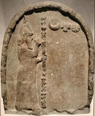 La chronique de Nabonide ou chronique 7 (B.M. 35382)  Le dernier texte écrit pendant le règne de Nabonide est daté du 7e mois, le 17e jour de la 17e année de règne, ce qui correspond au 13 octobre 539 av J-C, un jour après la chute de Babylone, le 12/10.
