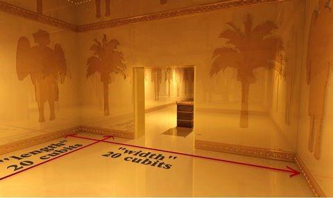 Dans la vision d'Ezéchiel, l'homme au visage de bronze mesure le Temple de Jérusalem. L'enceinte carrée autour du Temple mesure 500 coudées de côté.  Le Très Saint a la forme d'un carré de 20 coudées de côté, comme dans le Temple de Salomon.