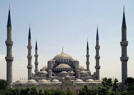 Cathédrale Basile-le-Bienheureux, Moscou  - Mosquée bleue, Istanbul  - Palais royal, Bangkok  - Basilique St Pierre, Rome - sont des monuments historiques, culturels et religieux très importants qui reçoivent chaque année des millions de visiteurs.