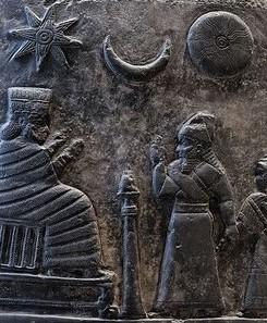 Les nombreuses croyances babyloniennes se sont répandues sur toute la terre et infiltrées dans toutes les religions. Les triades de dieux sont d'origine babylonienne, comme la triade de Sin, Shamash et Ishtar et à l'origine de la Trinité.