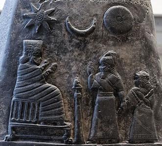 En Mésopotamie, An ou Anu (le dieu du ciel), Enlil ( le « Seigneur-souffle », dieu de la terre ferme) et Enki ou Ea (le maître des eaux)constituent la triade suprême. On connaît tous la triade égyptienne d'Isis, Osiris et Horus.