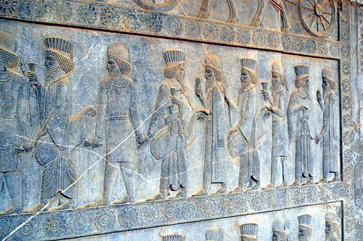 Cyrus, occupé à ses conquêtes vers l'est, a très certainement nommé un régent afin de gouverner Babylone en son absence, comme l'avait fait avant lui Nabonide avec Belshazar. Cela s'est passé la 3e année de règne de Cyrus.