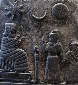 Triade Shamash, Sin et Ishtar. Les triades ont leur origine dans l'antique Babylone. D'autres triades ont ensuite vu le jour dont la Trinité.