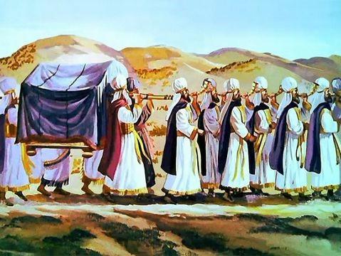 On peut imaginer l'angoisse des habitants de Jéricho terrifiés en voyant et en entendant une telle procession. Le septième jour, les Israélites doivent faire 7 fois le tour de la ville.