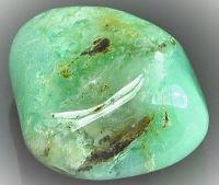 La chrysoprase est l'une des 12 pierres précieuses et fines qui compose les fondations de la muraille de la Jérusalem céleste, dans le livre de l'Apocalypse. pierre de la famille des calcédoines, variété cryptocristalline de quartz de formule SiO2.