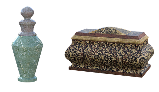 Le parfum odoriférant offert quotidiennement à Jéhovah Dieu était composé à parts égales de galbanum, d'encens ou oliban, d'ongle odorant ou onyx et de stacté ou de storax selon les versions de la Bible. Le parfum était réduit en poudre puis brûlé.