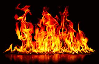 De la bouche de ces 200 millions d'anges, symbolisés par des chevaux tête de lion, sortent du feu, de la fumée et du soufre. Le tiers des hommes fut tué par ces trois fléaux: le feu, la fumée et le soufre, qui sortaient de leur bouche.