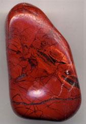 La pierre de jaspe nous rappelle la description de Dieu lui-même au chapitre 4. « Celui qui était assis avait l'aspect d'une pierre de jaspe et de sardoine » Le jaspe compose le pectoral d'Aaron et décrivait le chérubin protecteur du jardin d'Eden, Satan.