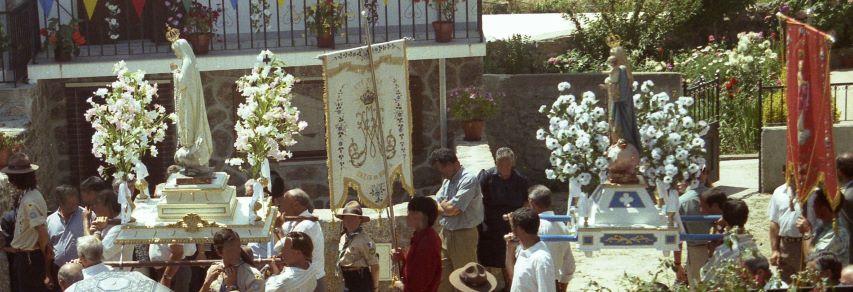 Babylone la grande se complaît encore dans l'idolâtrie. Des processions de statues, d'idoles, de saints ont lieu encore aujourd'hui.
