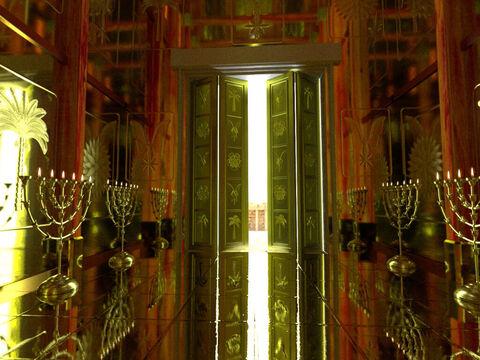 Dans la Bible, l'or est associé à la sainteté, à la pureté et à l'éclat spirituel. C'est pourquoi, de très grandes quantités d'or ont été utilisées dans le Tabernacle et dans le Temple.
