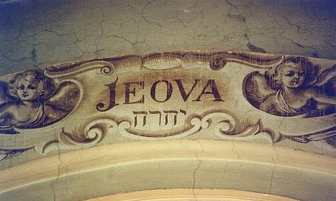 Le Tétragramme du Nom divin YHWH écrit Jeova dans une église italienne. Le Tétragramme du Nom divin écrit en hiéroglyphes égyptiens, le plus vieux Tétragramme du monde.