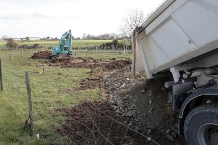 création d'un accès chantier avec dépose de gros cailloux