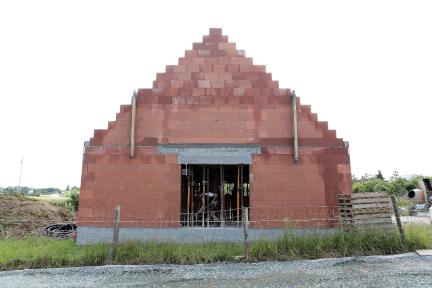 pignon en brique d'une maison en construction