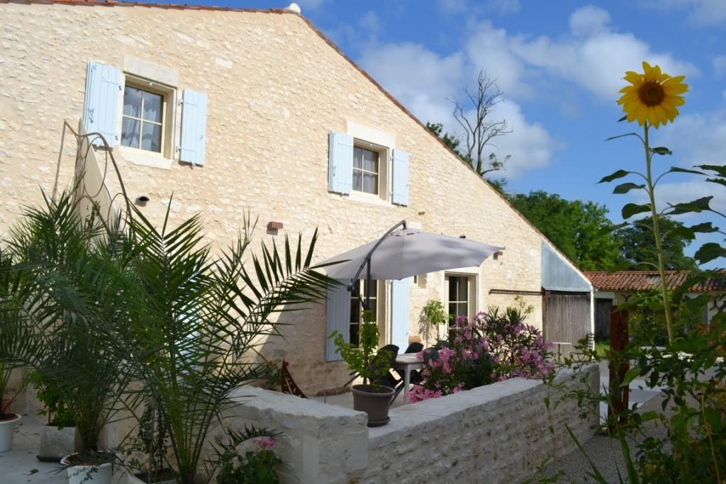 Terrasse La Grange - Gites du Maréchat à Cabariot