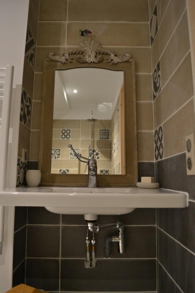 Salle d'eau et wc accessibles Rez de chaussée - Gîte La Grange  - Gites du Maréchat à Cabariot