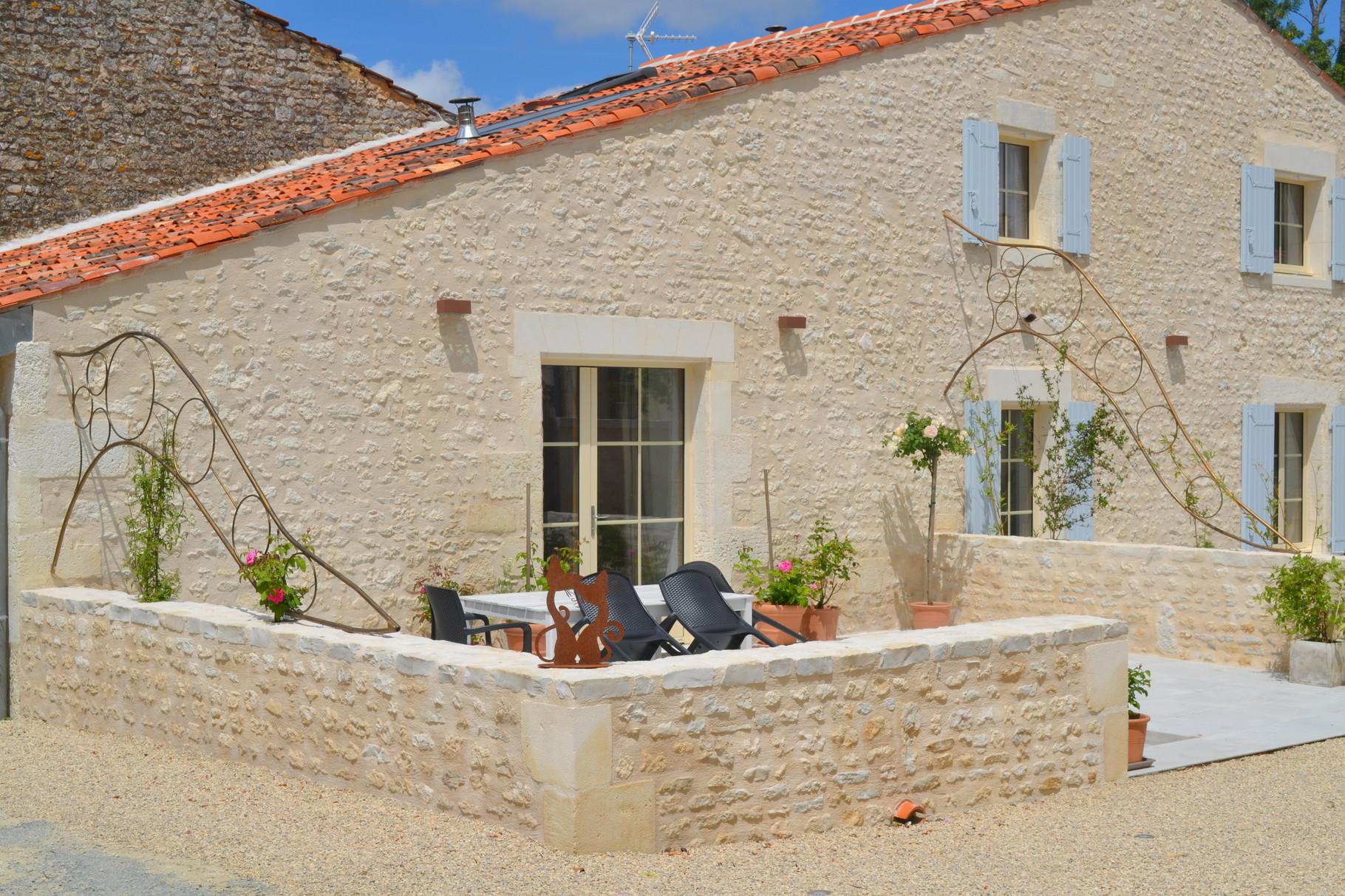 Terrasse La Petite Grange - salon extérieur pour manger