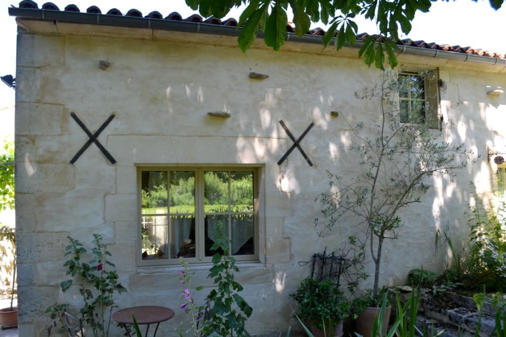 Fenêtre cuisine du Four à Pain - Gîte du Maréchat Cabariot