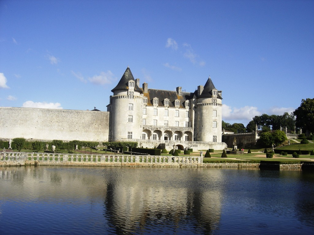 Le Château de la Rochecorbon, à 15 mn du gîte